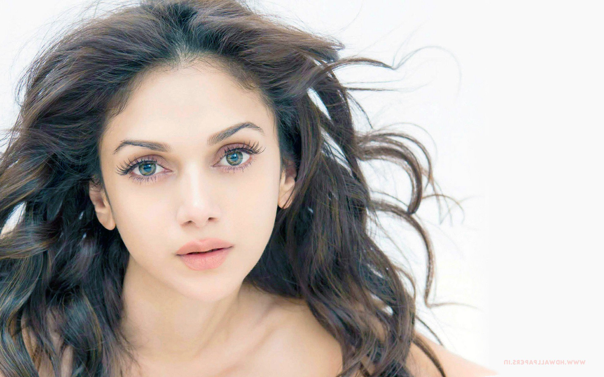 Download Aditi Rao Hydari Hd Mobile Wallpapers