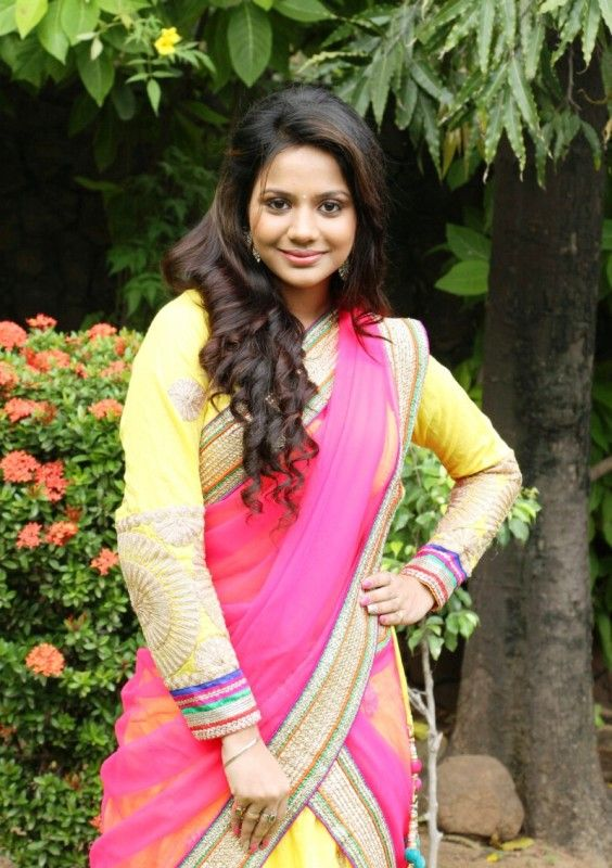 Beautiful Half Saree Aishwarya Dutta Bacground Free Images
