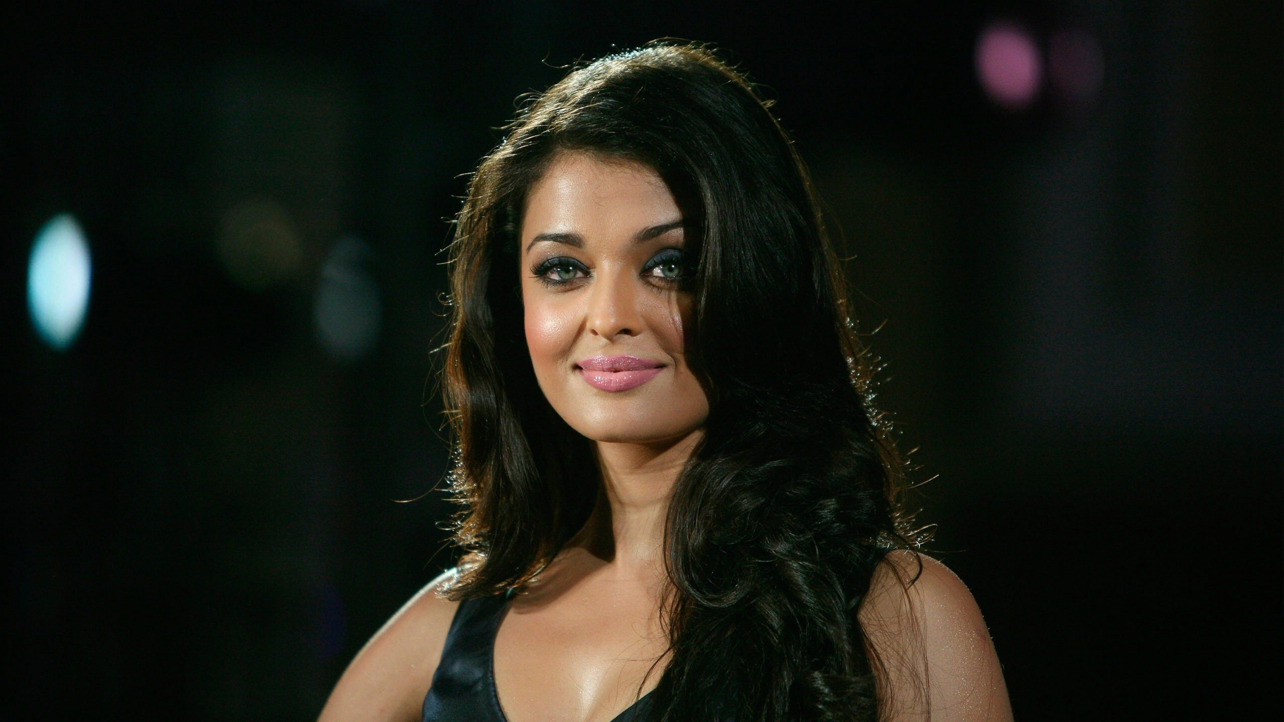 Aishwarya Rai Cute Smile Hd Wallpaper