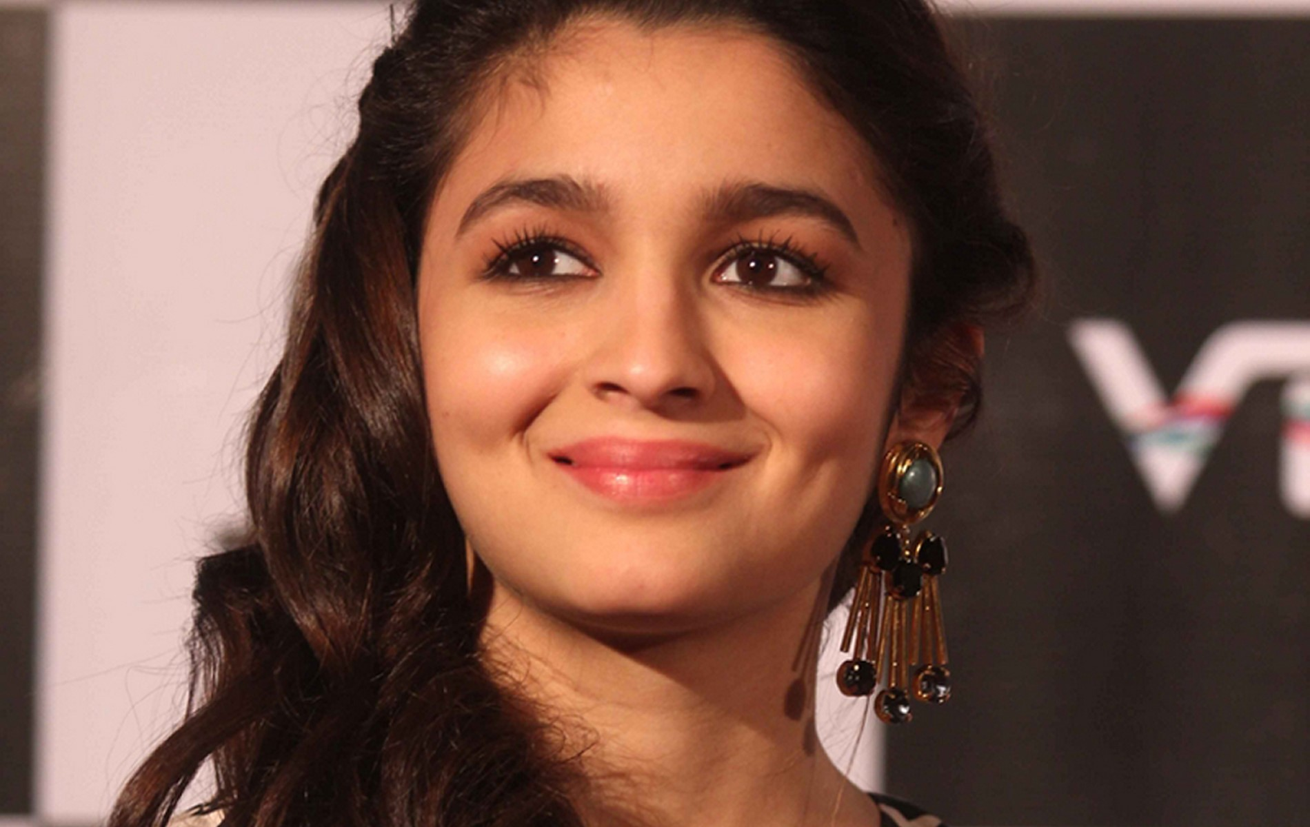 Amazing Alia Bhatt Look Background Mobile Download Hd Free Pictures