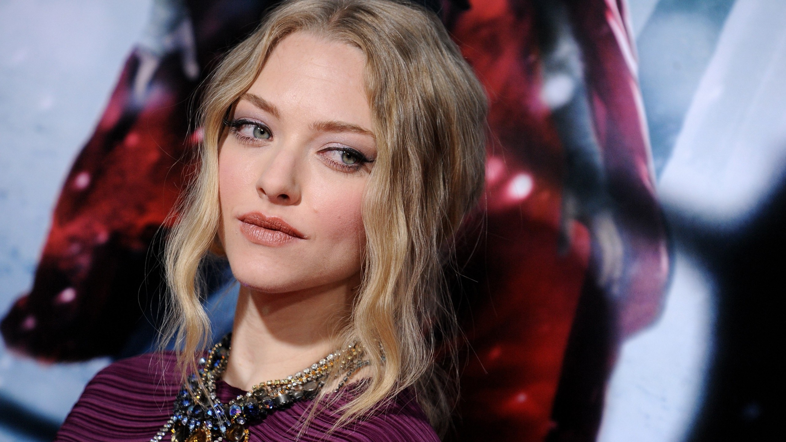 Amanda Seyfried Beautiful Hd Look Mobile Download Free Photos