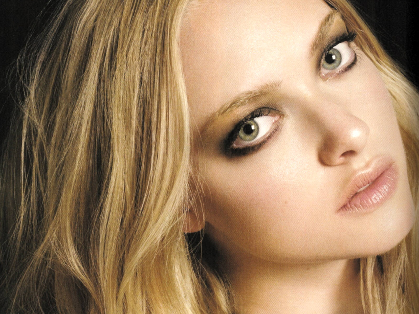 amazing amanda seyfried eye look mobile desktop free hd images