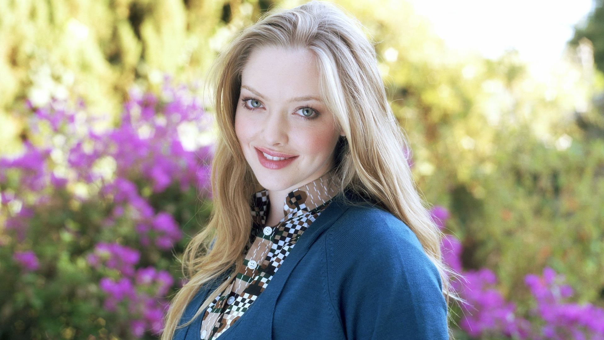 cute amanda seyfried beauty look free hd mobile download images
