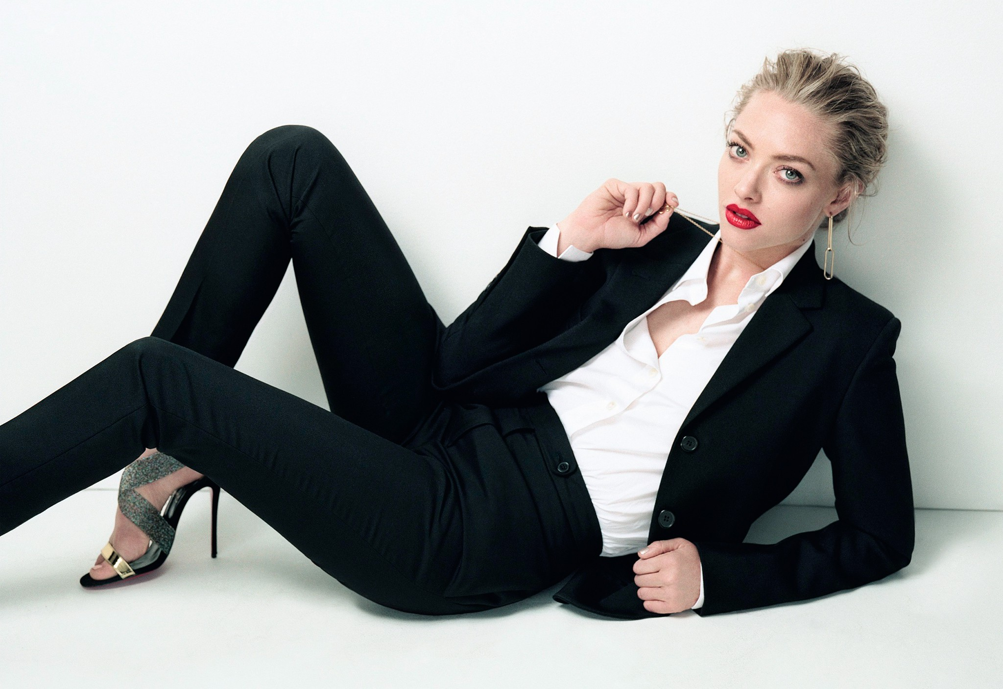 cute amanda seyfried free computer hd background pictures