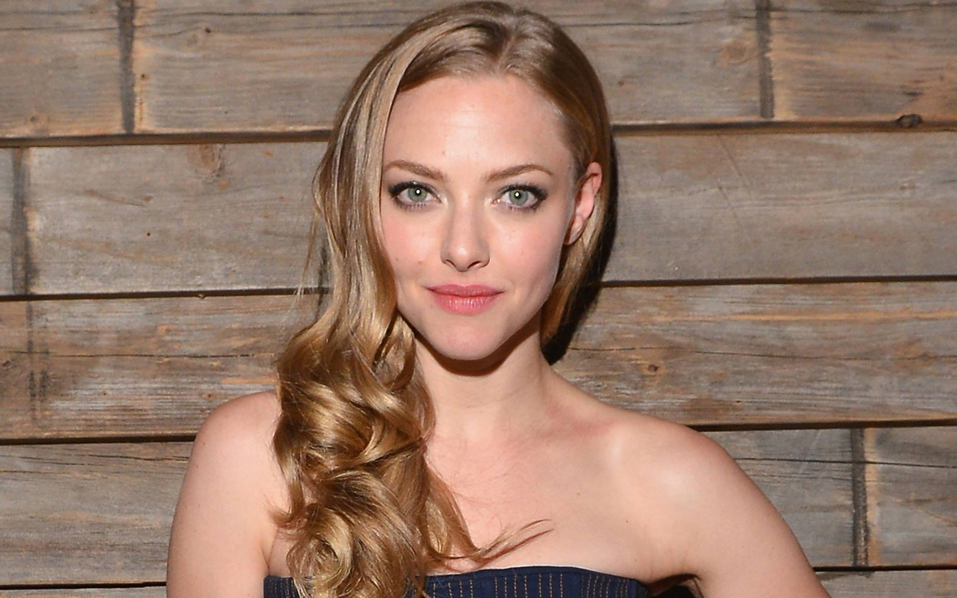 free amanda seyfried cute look download free mobile hd background photos