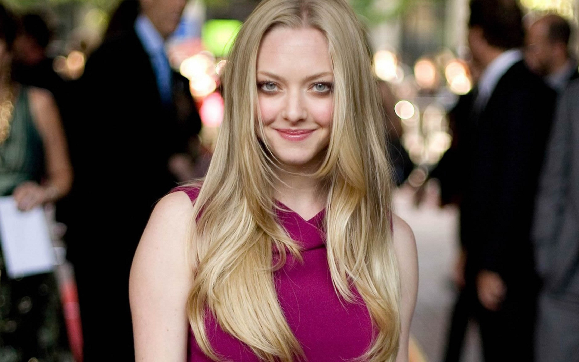 lovely amanda seyfried free mobile hd desktop background wallpaper