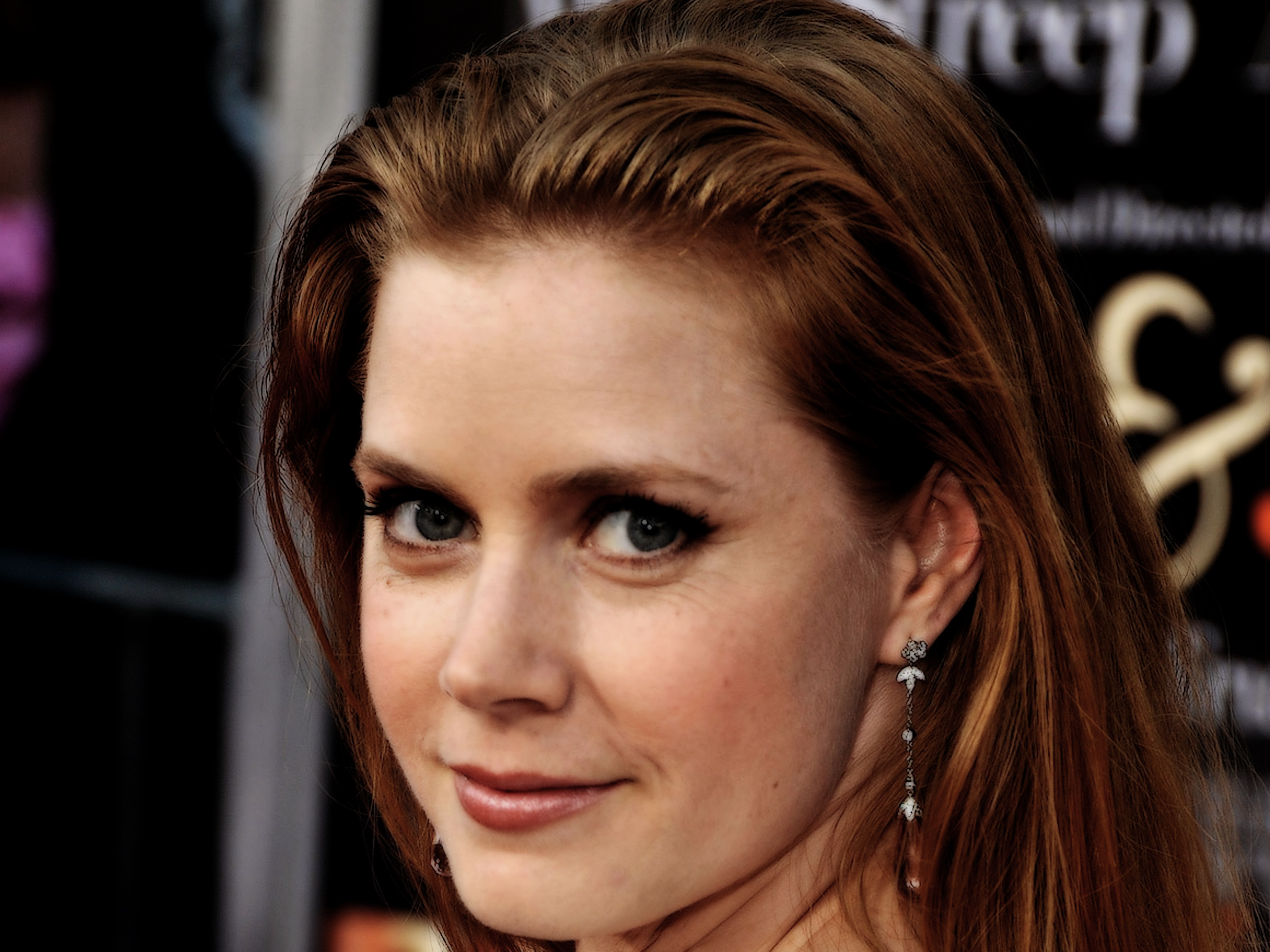 Amy Adams Fantastic Eye And Smile Look Pose Hd Background Mobile Wallpaper Free Desktop