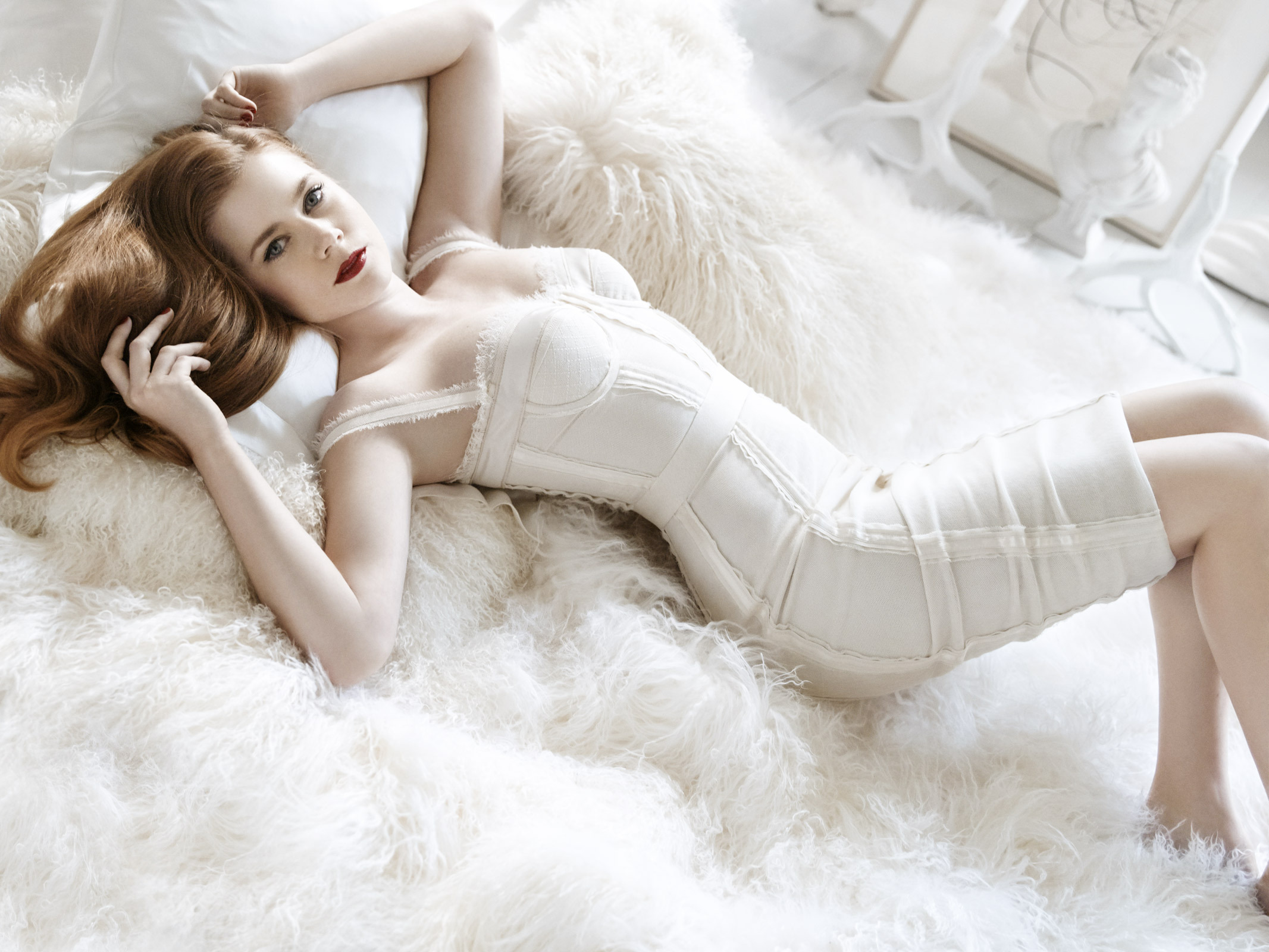 Wonderful Amy Adams Fantastic Stylish Still In White Bed Pose Hd Mobile Free Desktop Photo Background