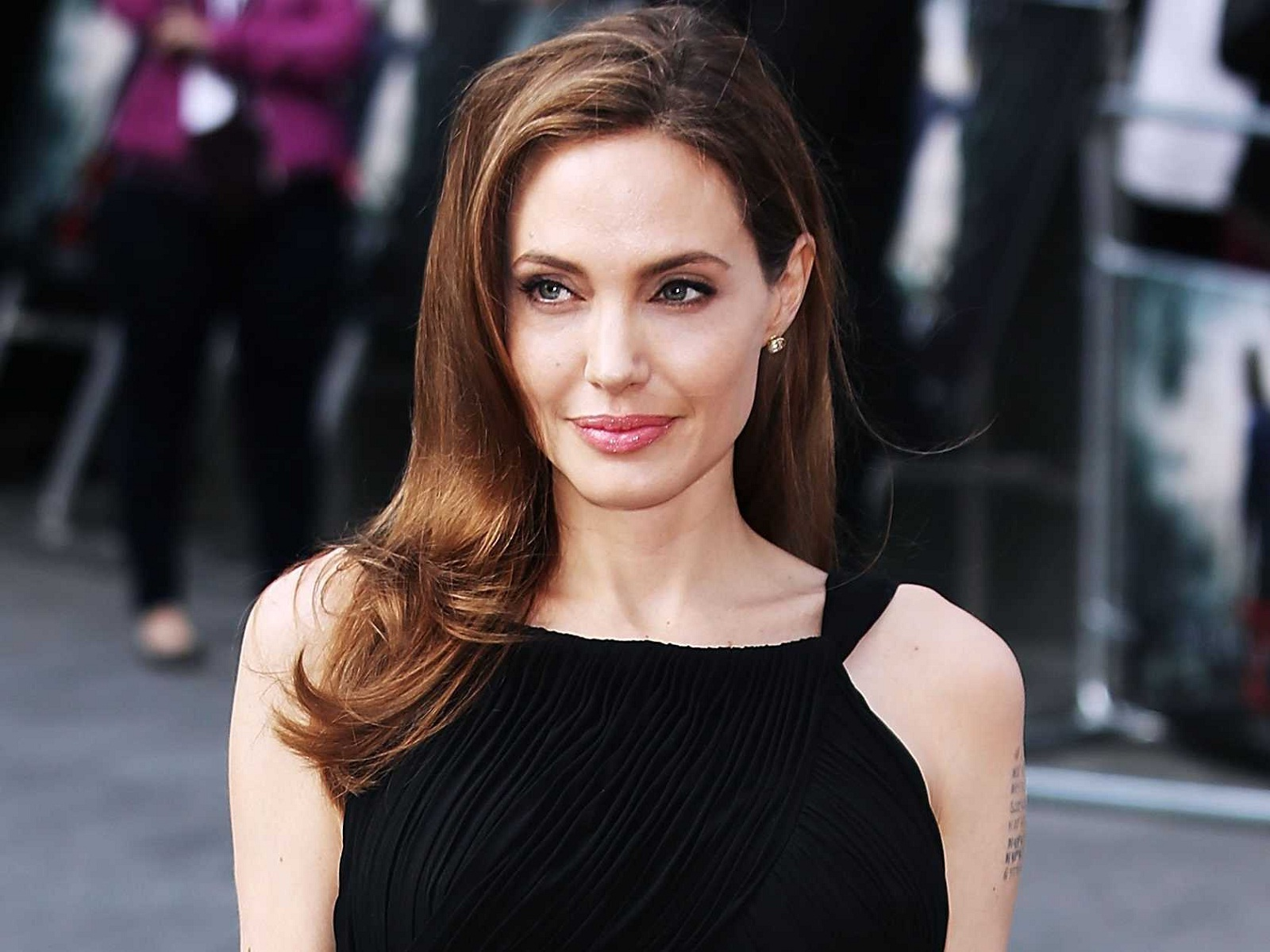 angelina jolie hot cool images download hd