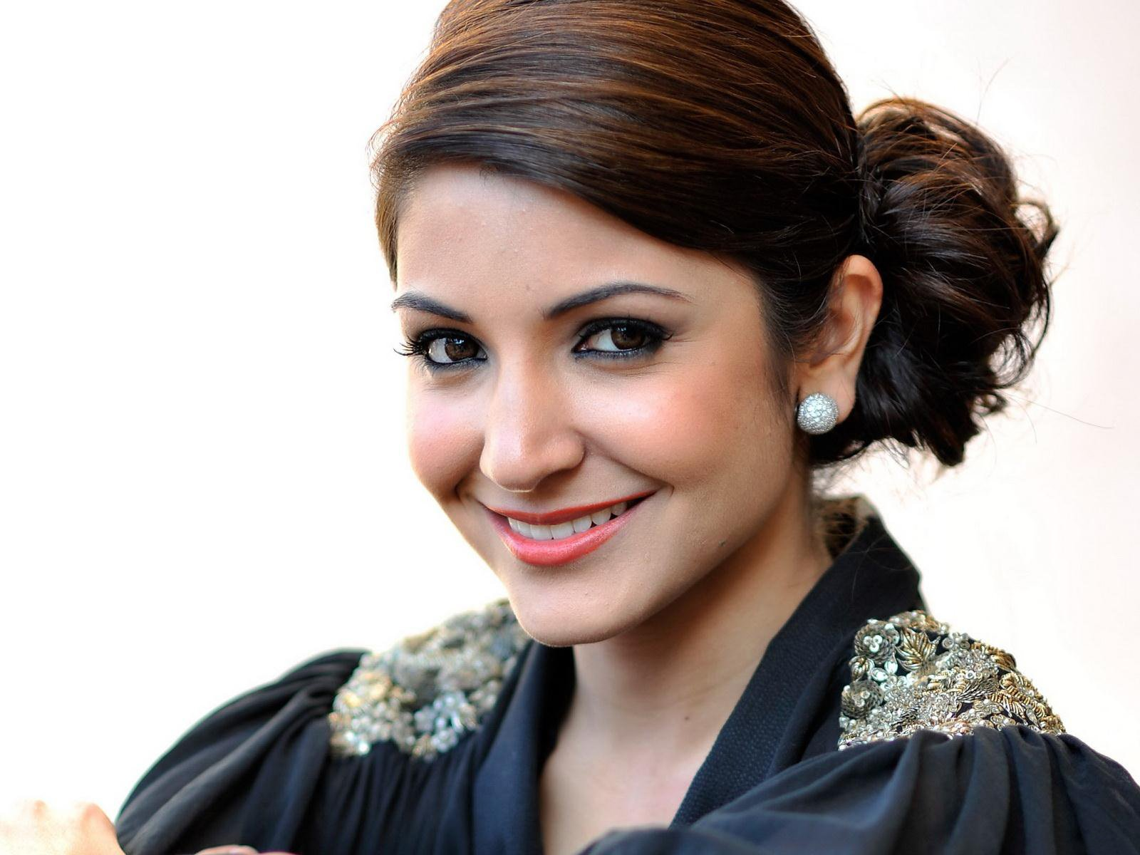 beautiful anushka sharma smile face desktop mobile background free