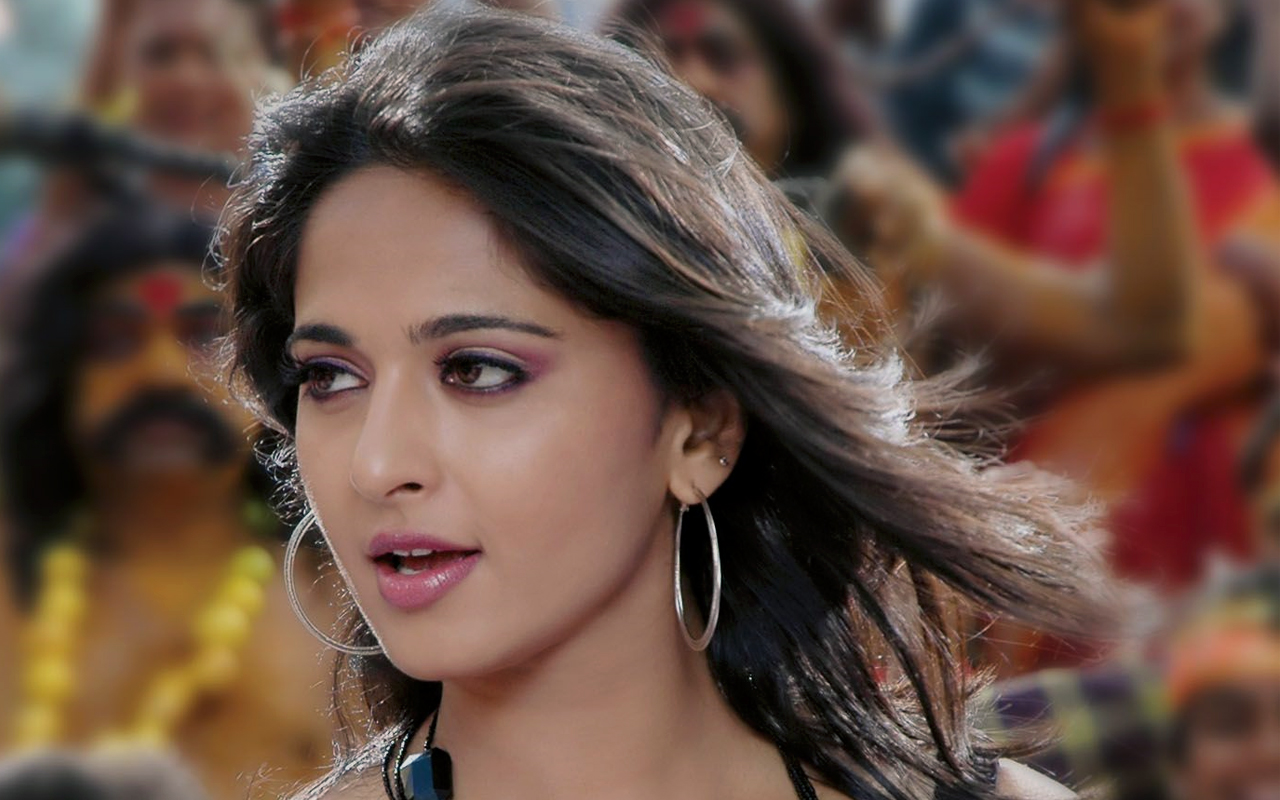 lovely anushka shetty cute look mobile free download background hd photos