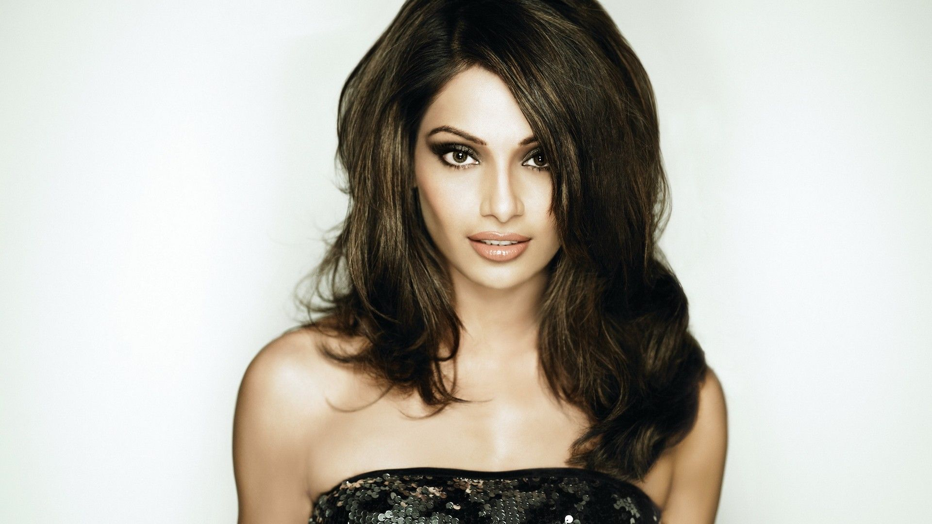 Beautiful Bipasha Basu Face Background Free Mobile Desktop Hd Pictures