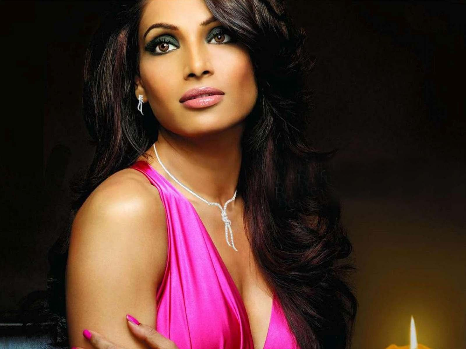 Beautiful Bipasha Basu Style Free Mobile Desktop Hd Background Pictures