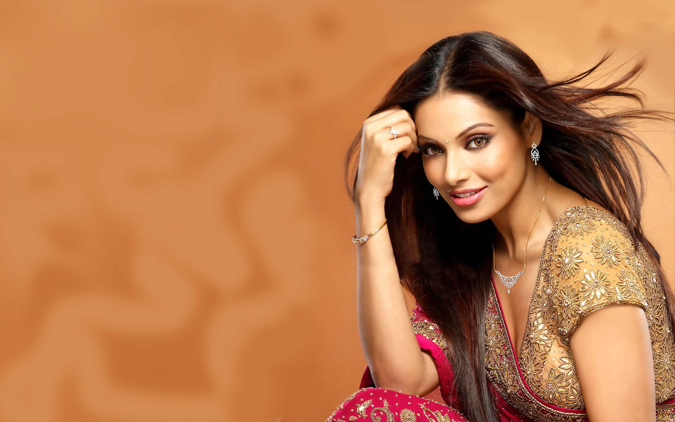 Cute Beautifull Bipasha Basu Hd Wallpapers
