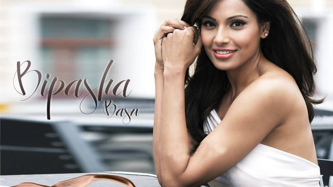 Cute Bipasha Basu Style Download Laptop Photos Free Hd