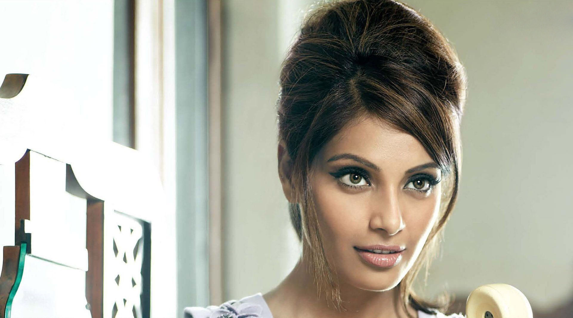 Download Bipasha Basu Free Cute Mobile Hd Pictures