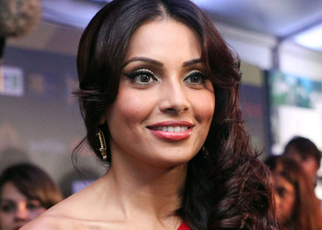 download bipasha basu style free mobile background photos hd