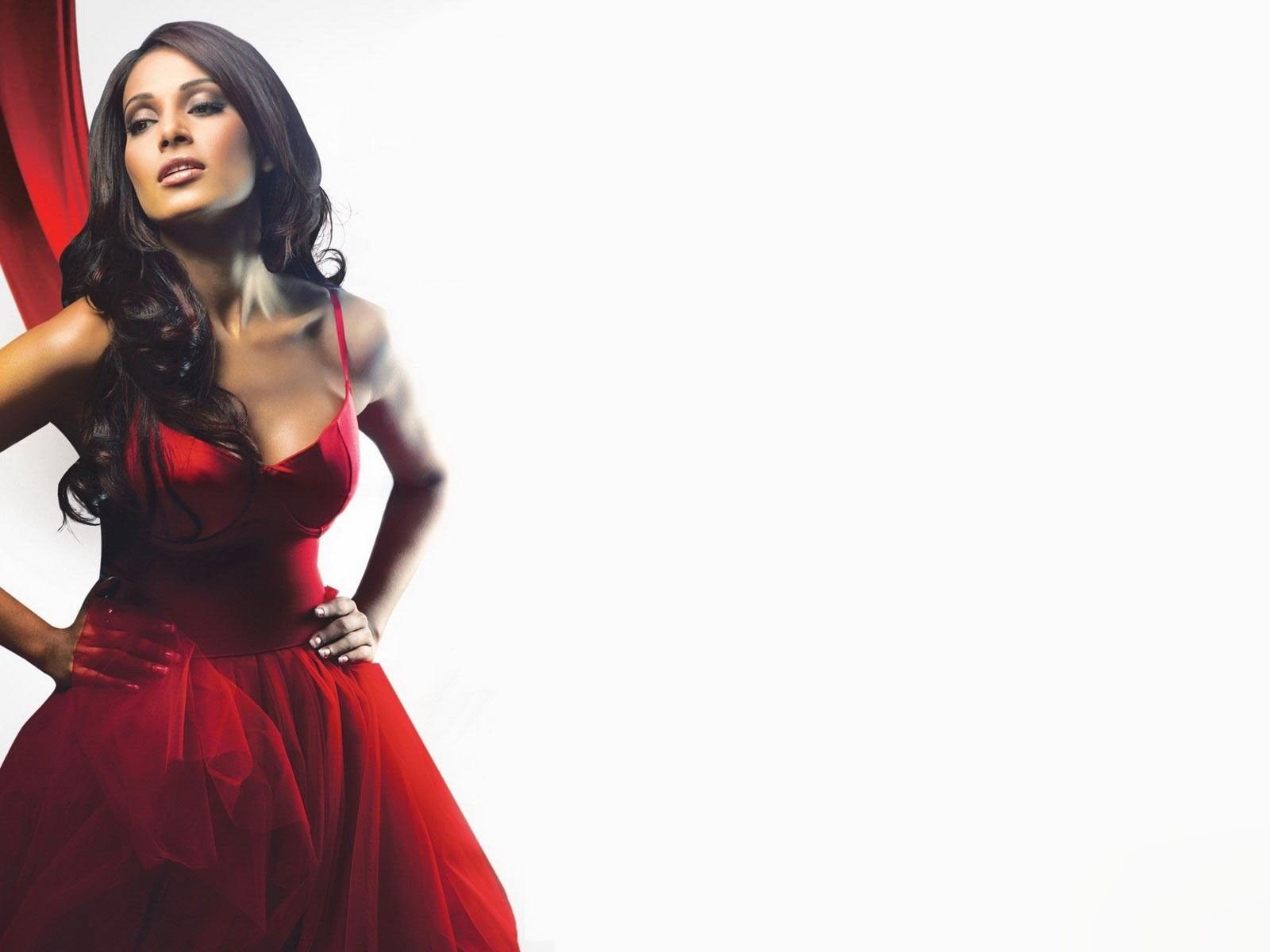 free bipasha basu stylish still mobile desktop hd pics