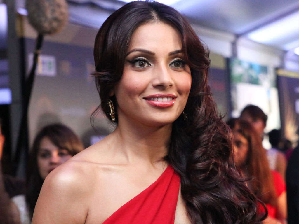 lovely bipasha basu style free download mobile hd background wallpaper