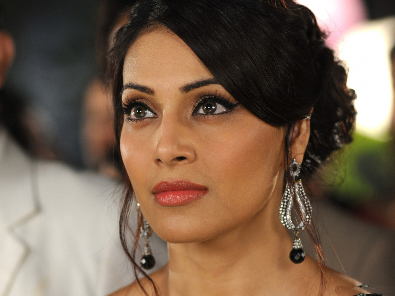 Stunning Bipasha Basu Face Look Desktop Photos Free Hd Mobile