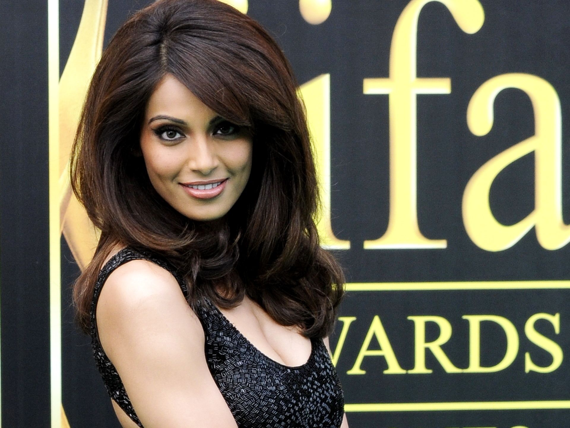 wonderful bipasha basu photo download free mobile hd