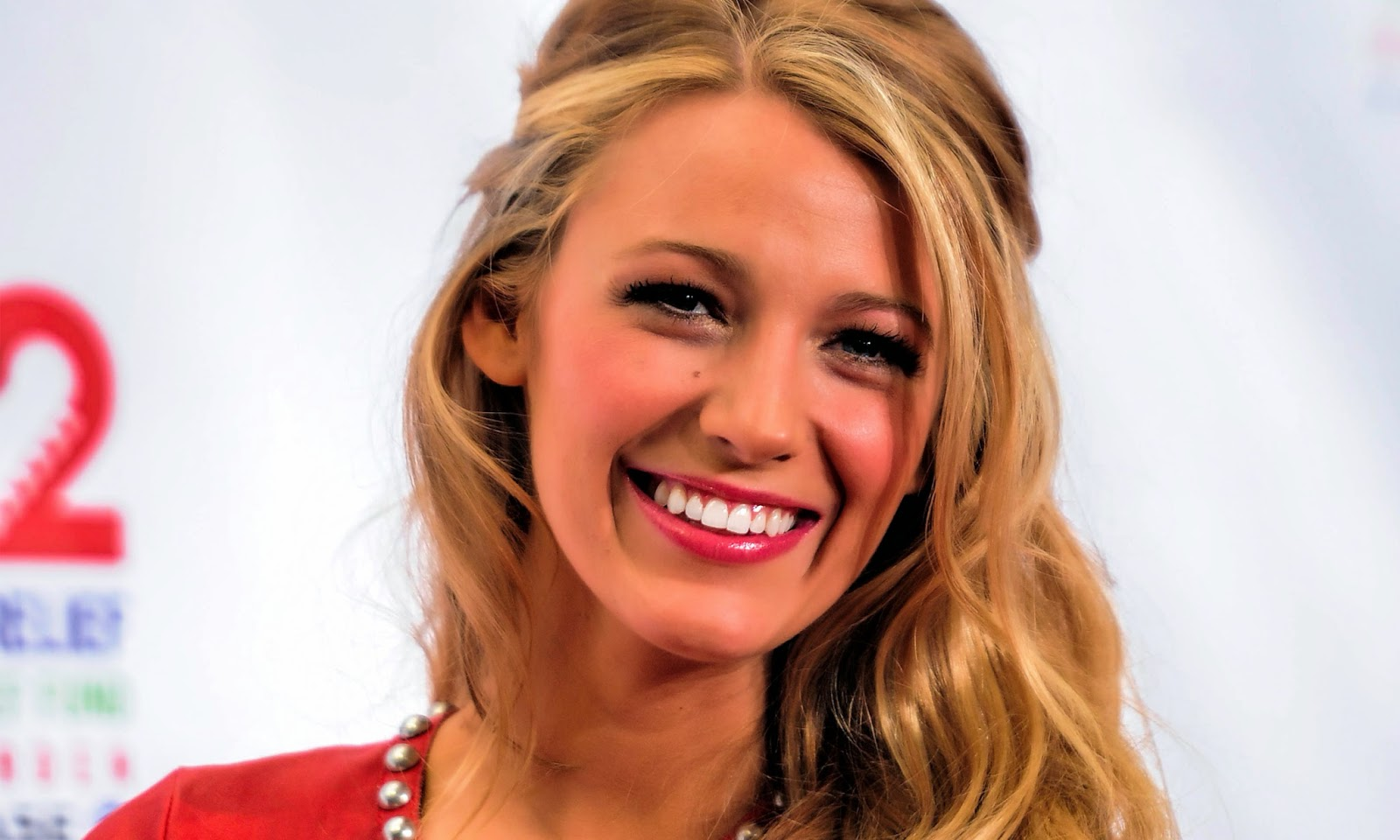 Amazing Blake Lively Smile Background Free Desktop Mobile Hd Pictures