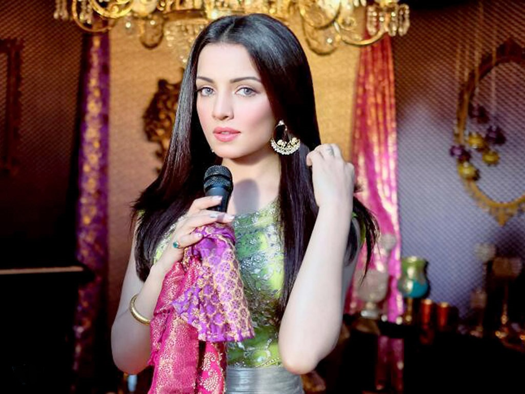 fantastic celina jaitly cute desktop mobile hd background photos free