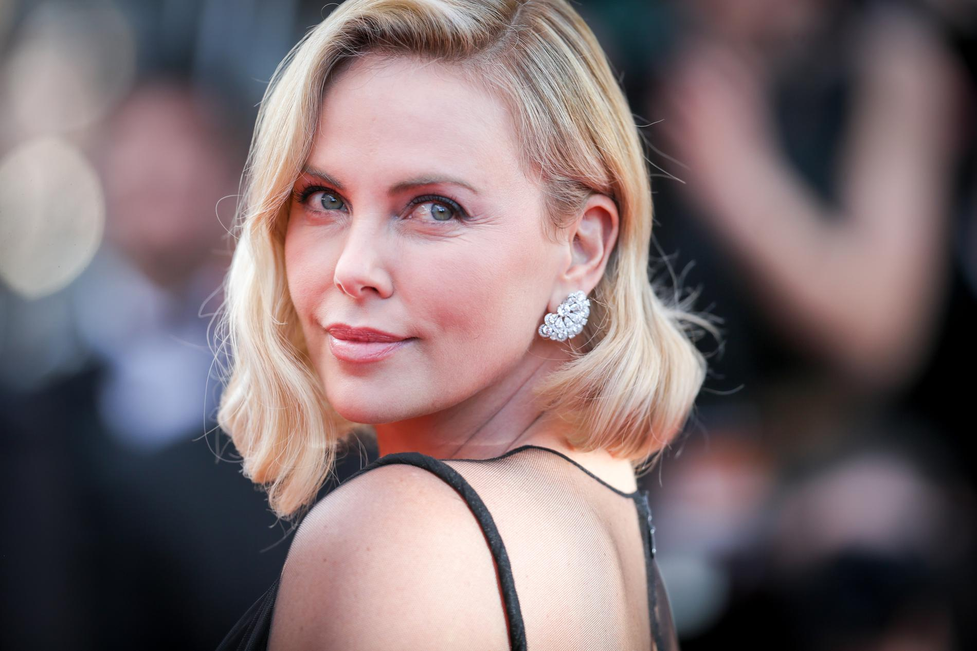 Charlize Theron Still Hd Mobile Desktop Free Wallpaper