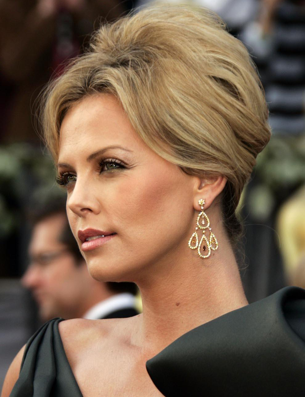 Cute Charlize Theron Beautiful Look Free Laptop Deskop Background Hd Pictures