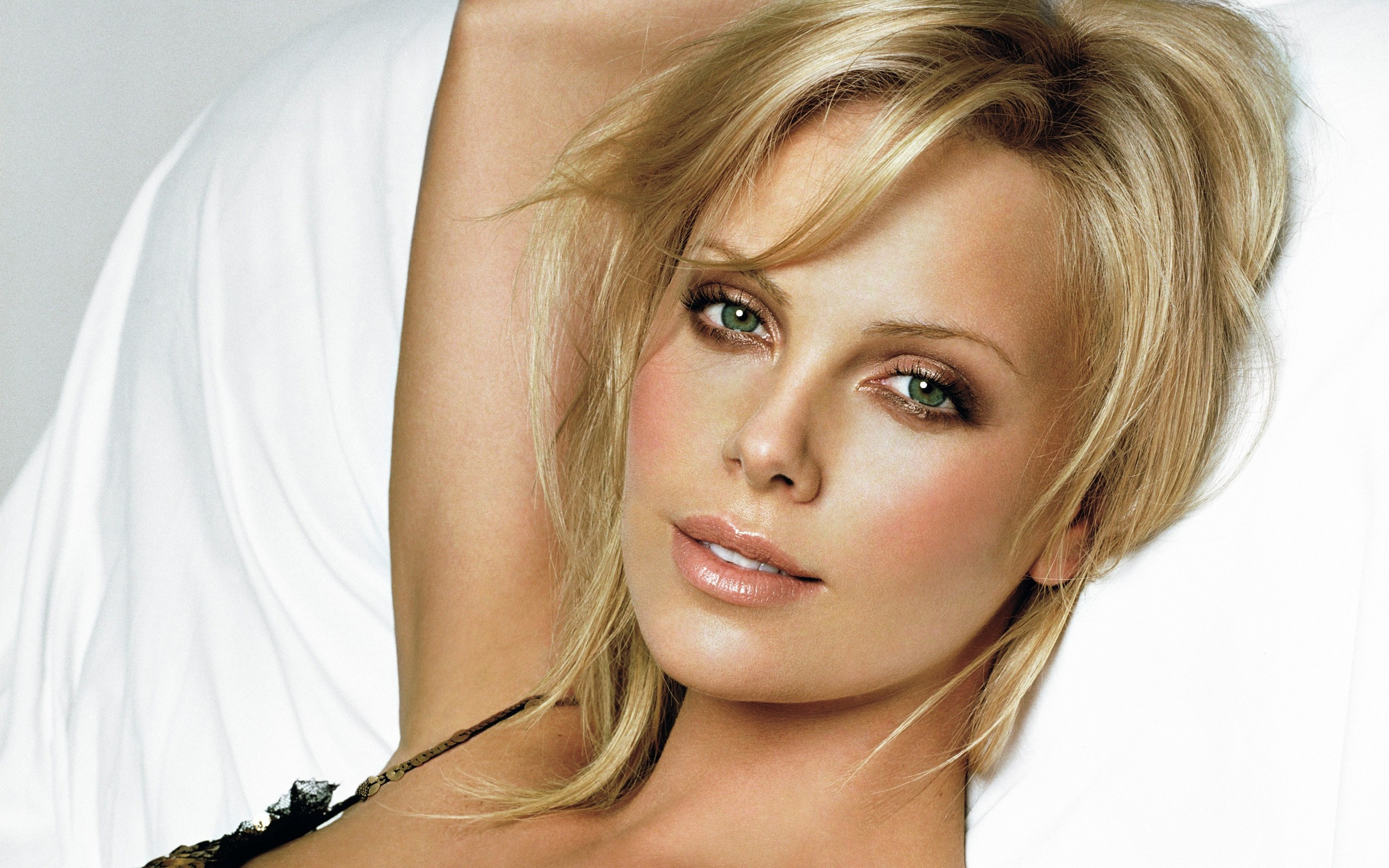 hd stunning charlize theron picture