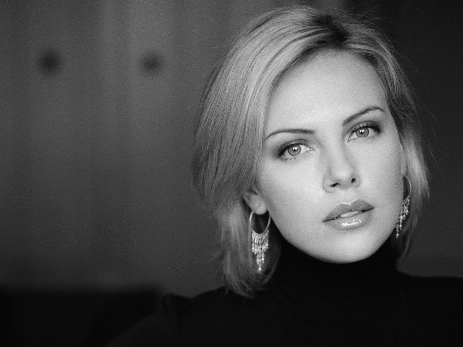 stunning charlize theron cute look hd background free wallpaper desktop mobile