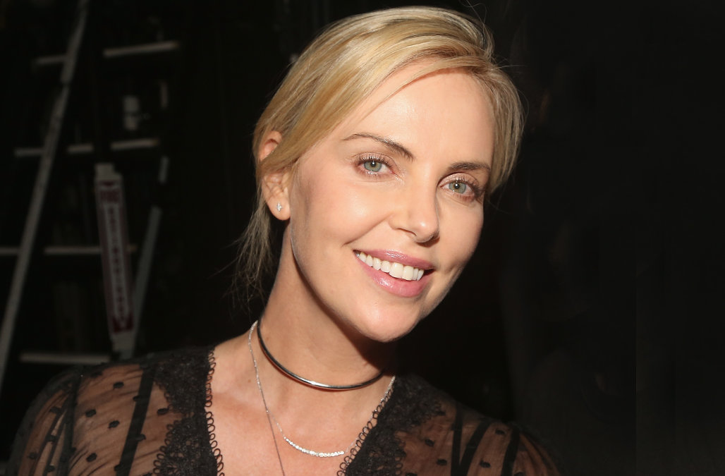 Stylish Charlize Theron Cute Look Mobile Background Free Desktop Photo Hd
