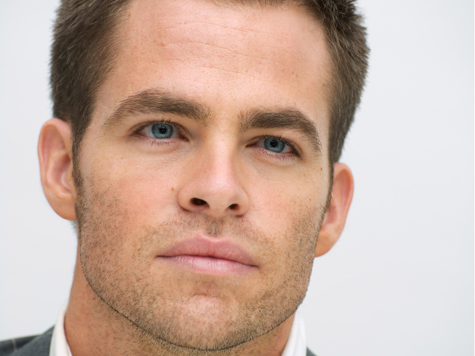 chris pine face photos download