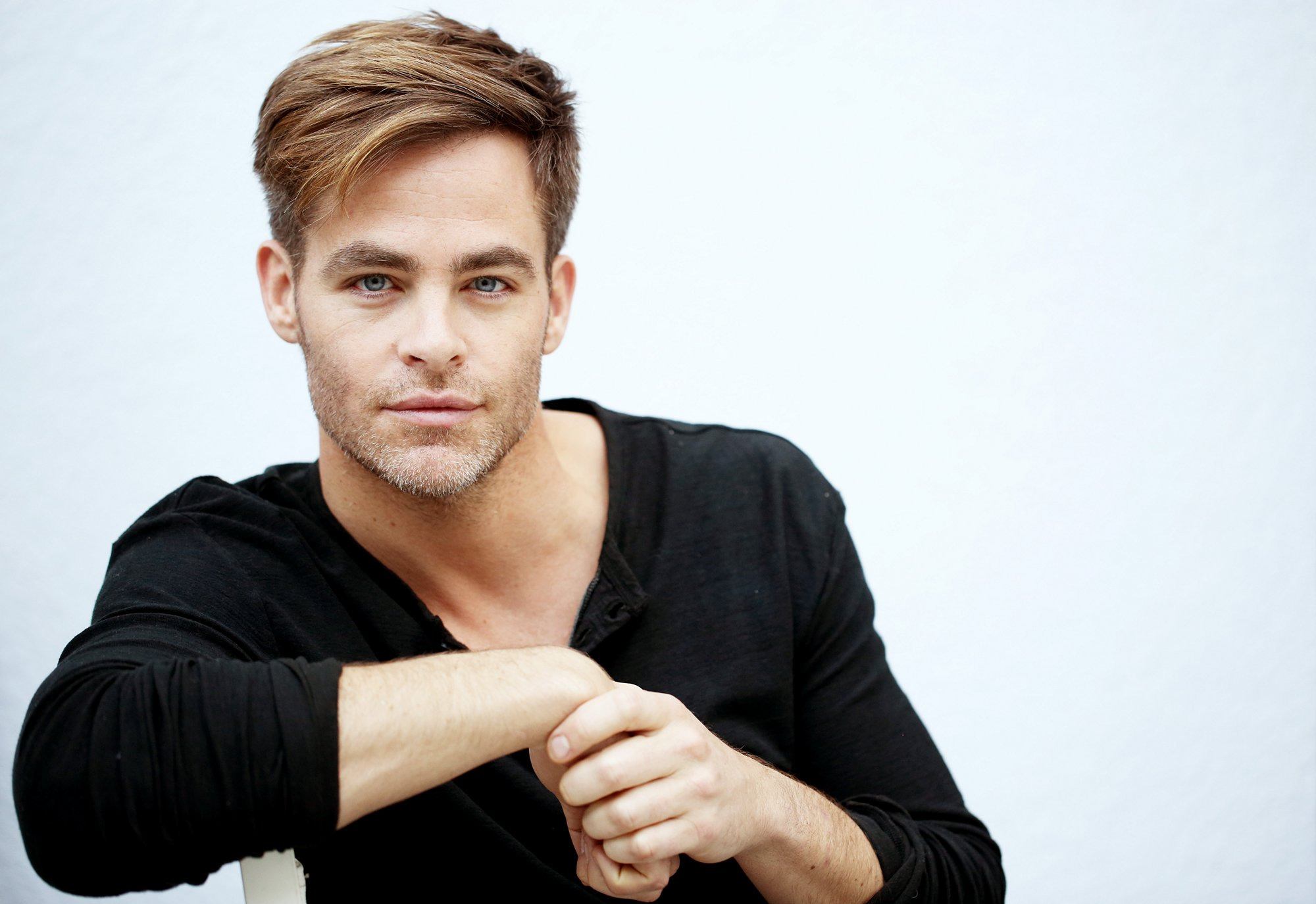 chris pine photos hd with style downlod
