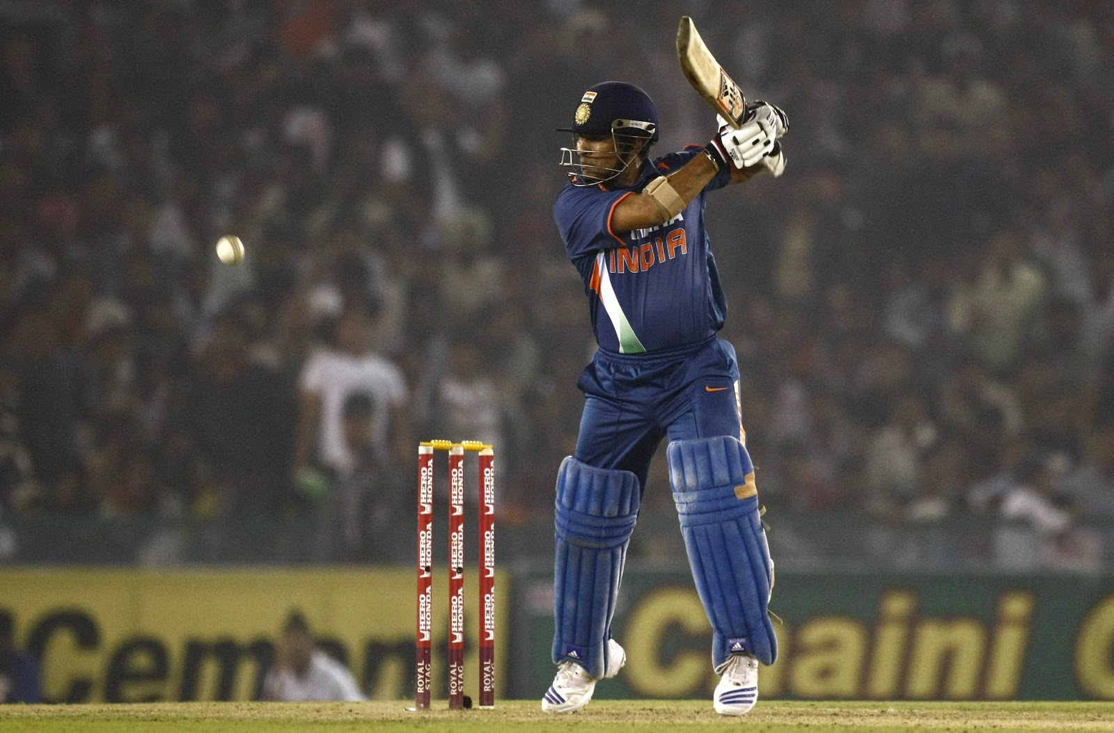 sachin tendulkar playing cricket hd photos