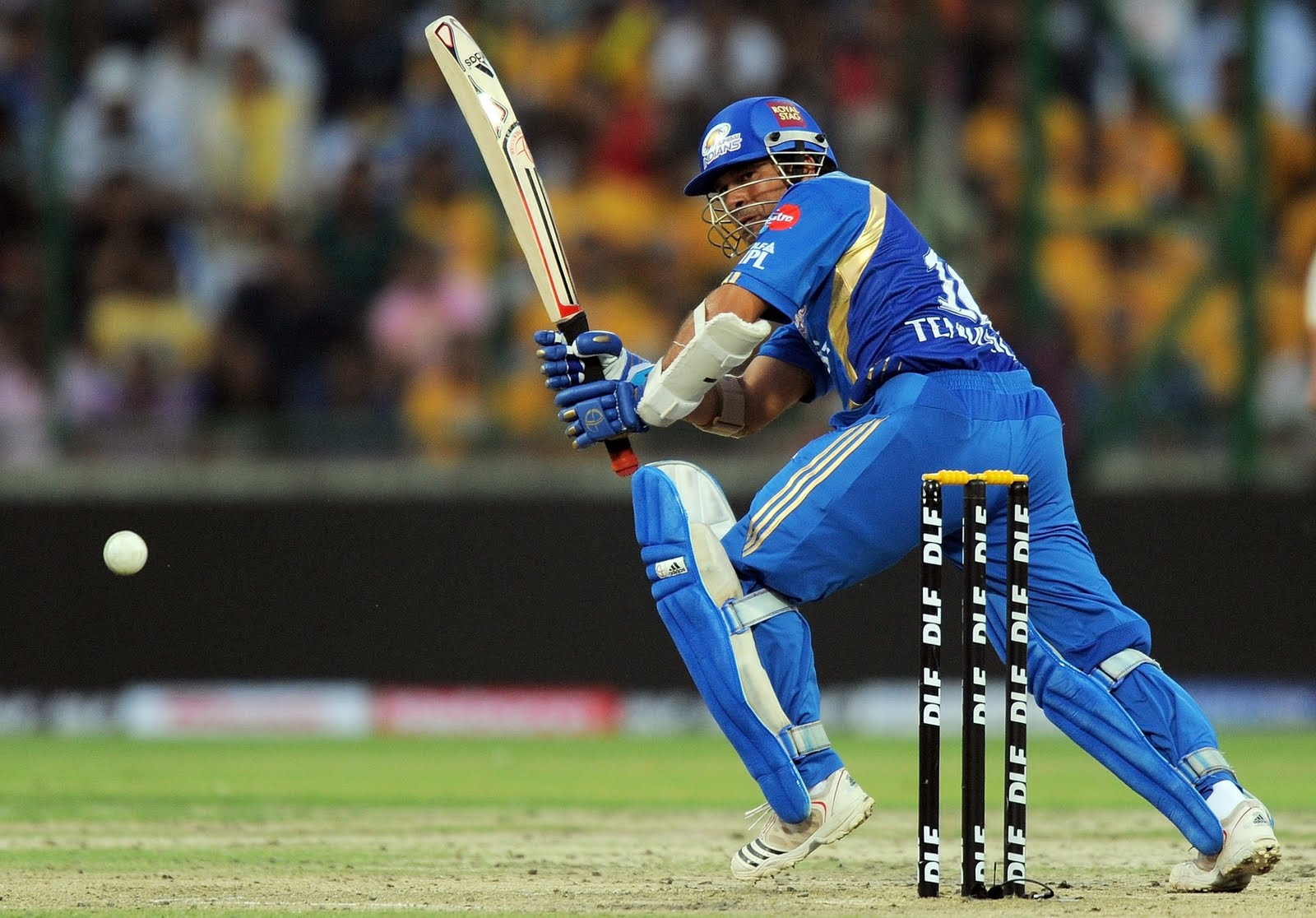 Tendulkar Playing Hd Images Wallpaper For Desktop Download
