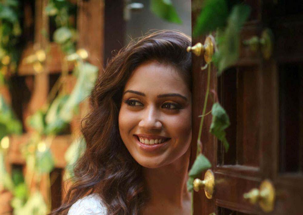 Download Free Beautiful Nivetha Pethuraj Hd Wallpapers