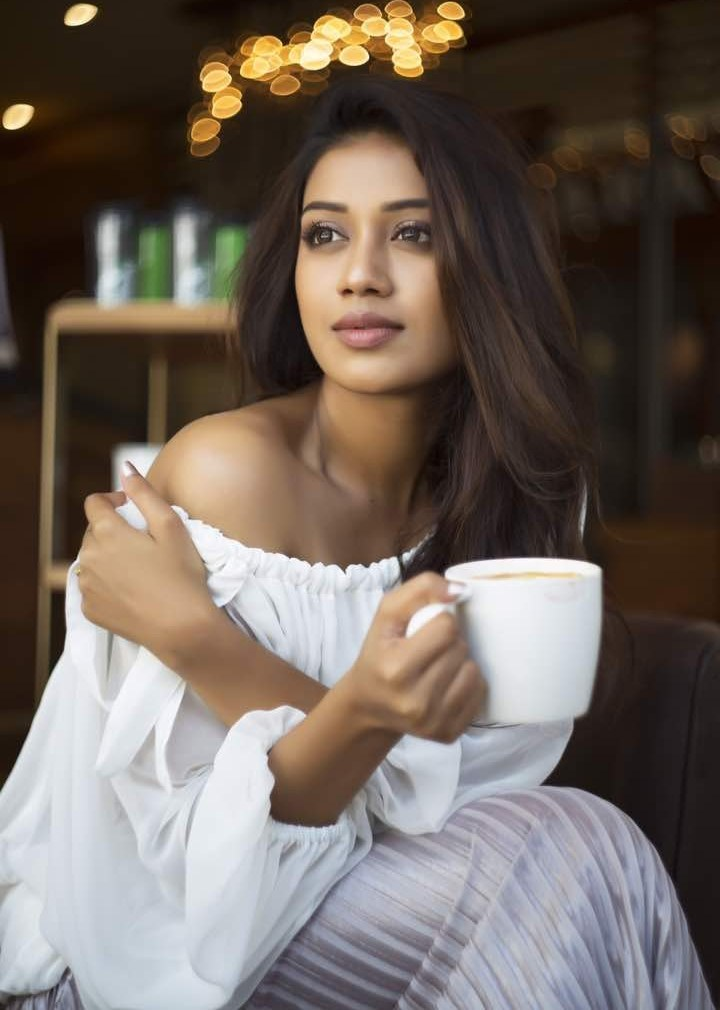 Download Hd Beautiful Nivetha Pethuraj Cute Stills