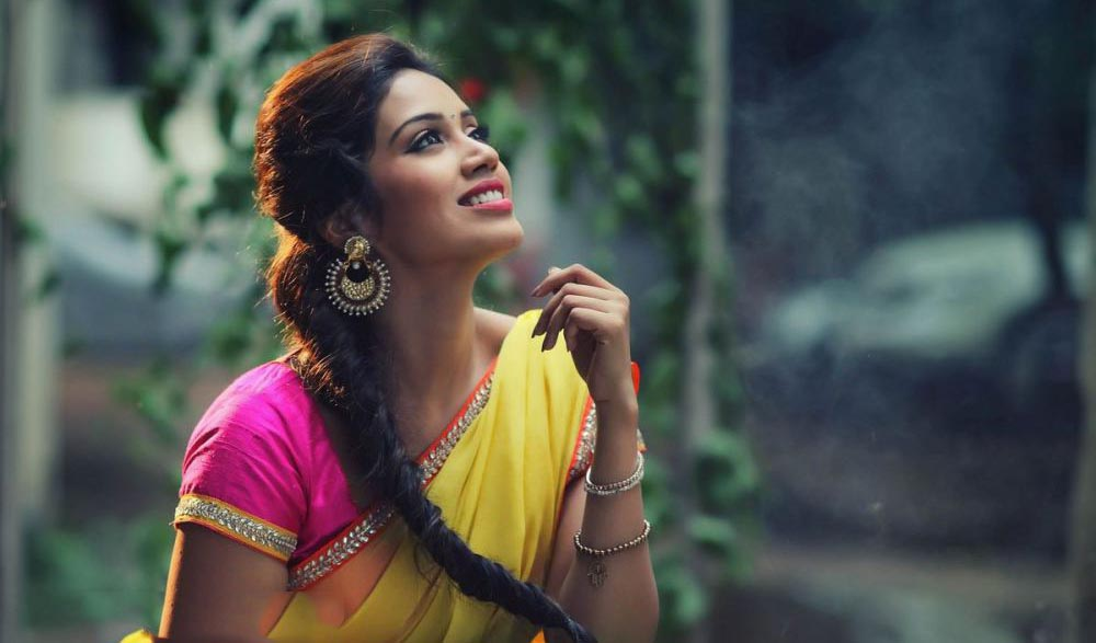 download hd beautiful nivetha pethuraj desktop pictures