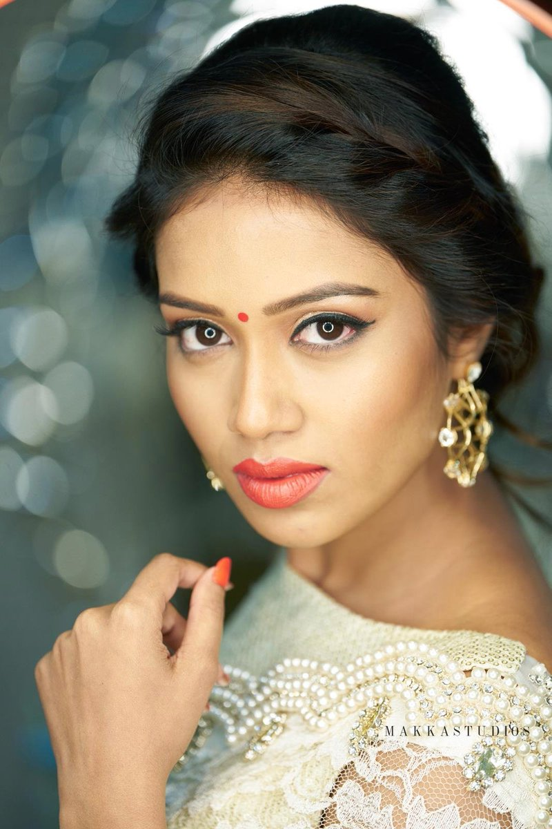 free desktop hd beautiful nivetha pethuraj cute looking stills
