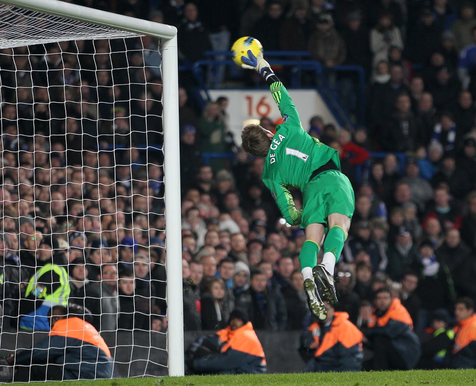 Hd David De Gea Beautiful Jump Saving Goal Mobile Free Desktop Images