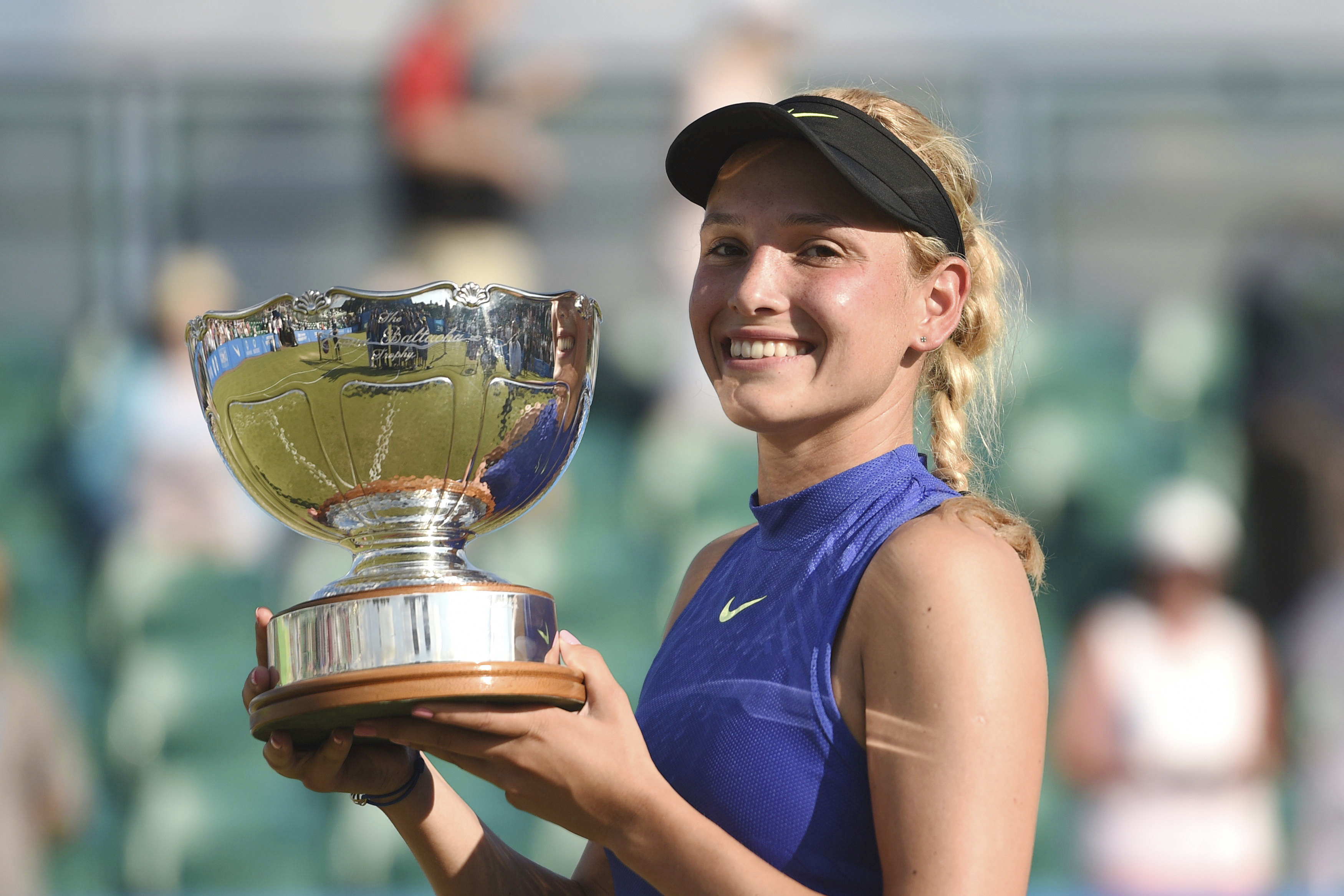 amazing donna vekic smiling face with cup hd mobile download background free images