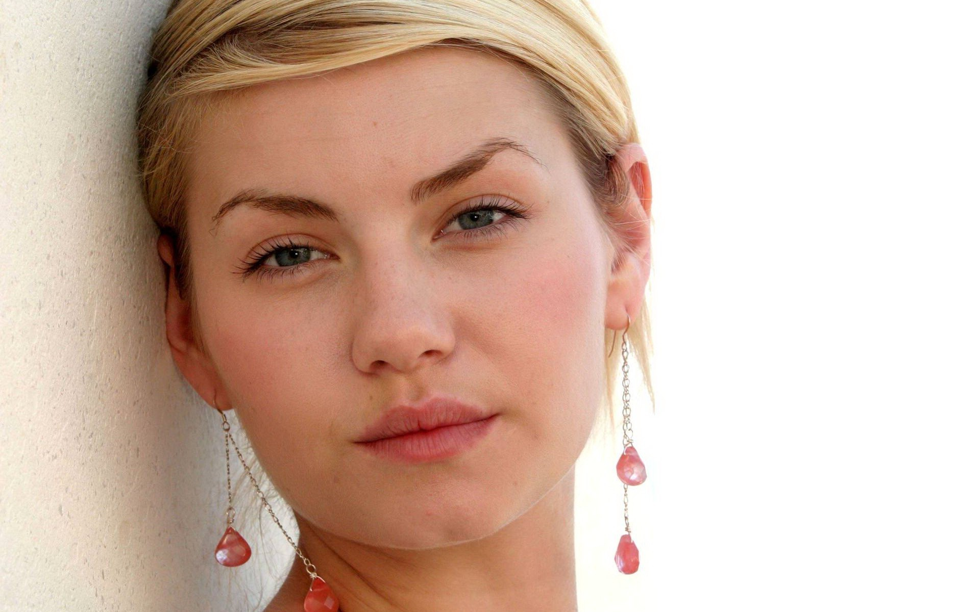 free high definition beautiful elisha cuthbert photos download