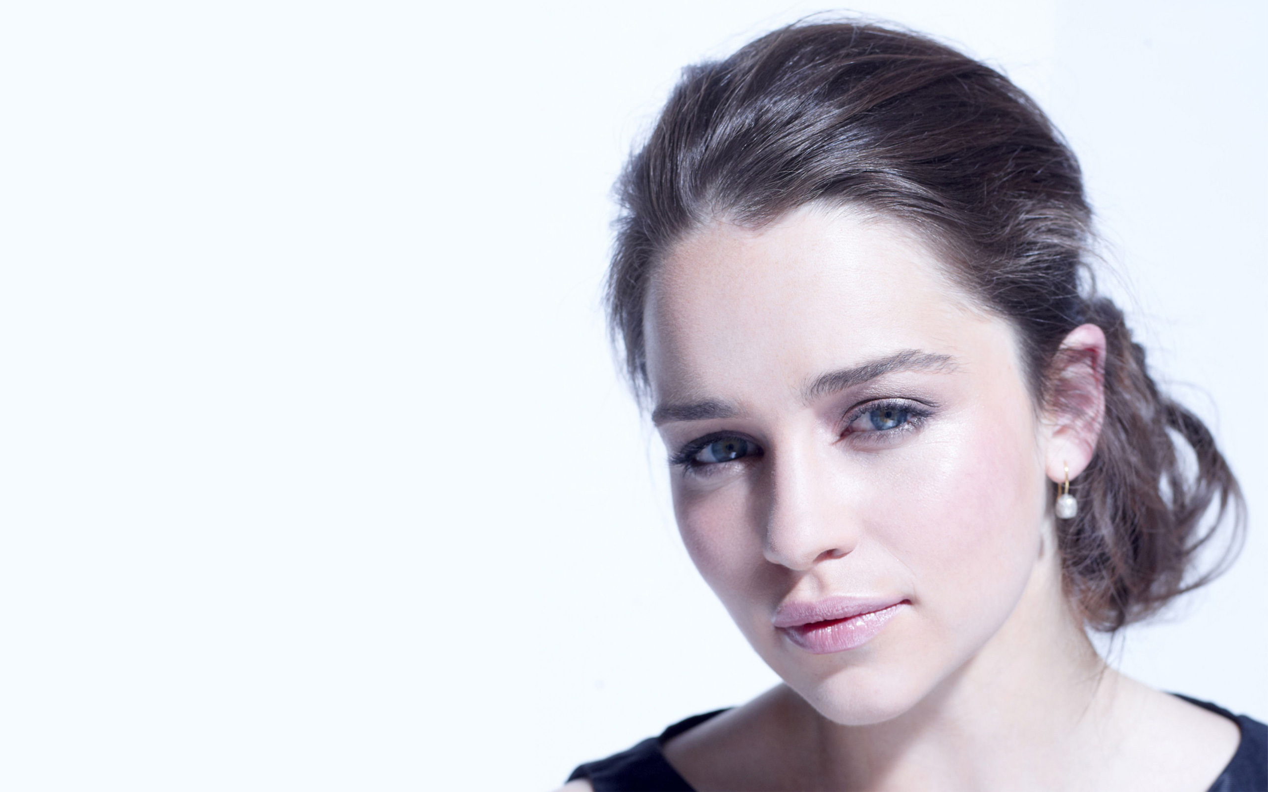 Desktop Emilia Clarke Beautiful Attractive Look Free Mobile Background Pictures Hd