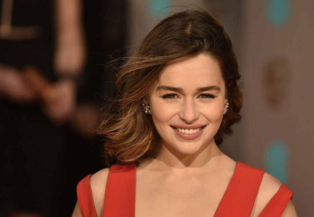 download emilia clarke very nice pose still with background trees hd mobile free wallpaper