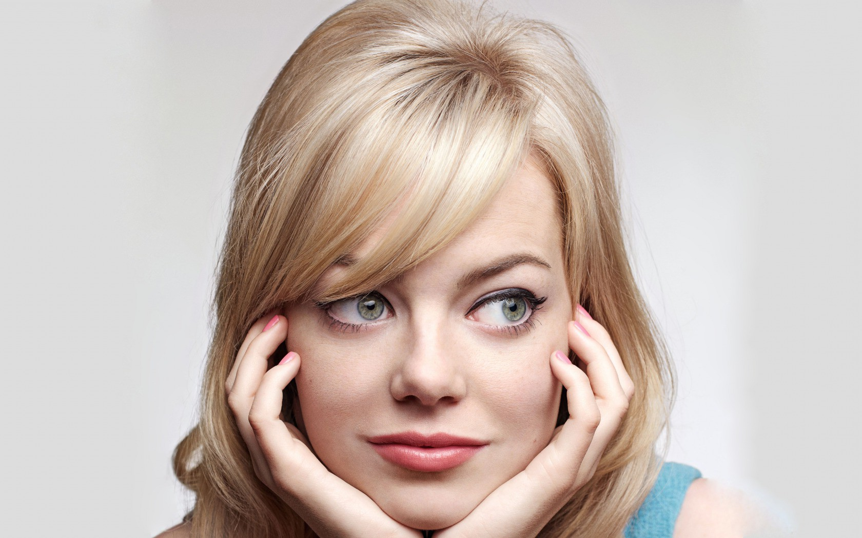 Amazing Emma Stone Giving Heart Shape Face Pose Still Desktop Background Laptop Free Hd Wallpaper
