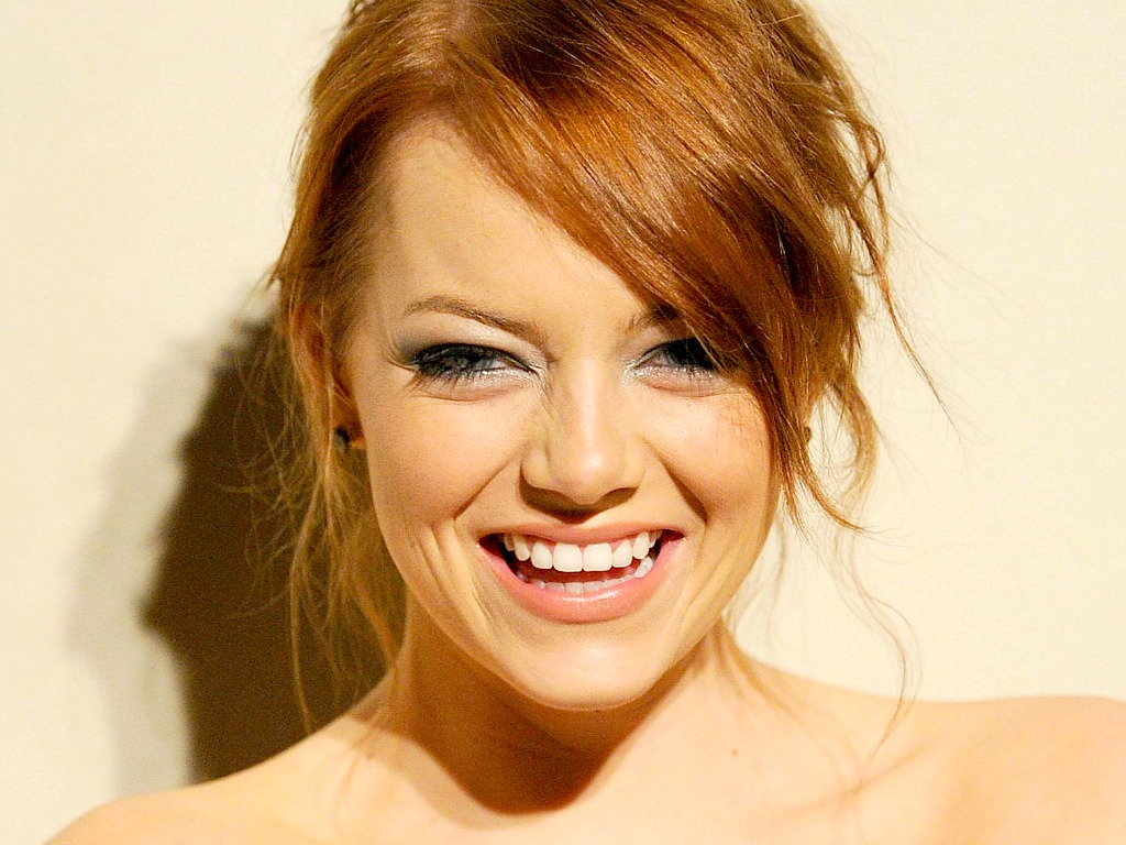 fantastic emma stone cute look with flower rose in head mobile hd desktop background photo