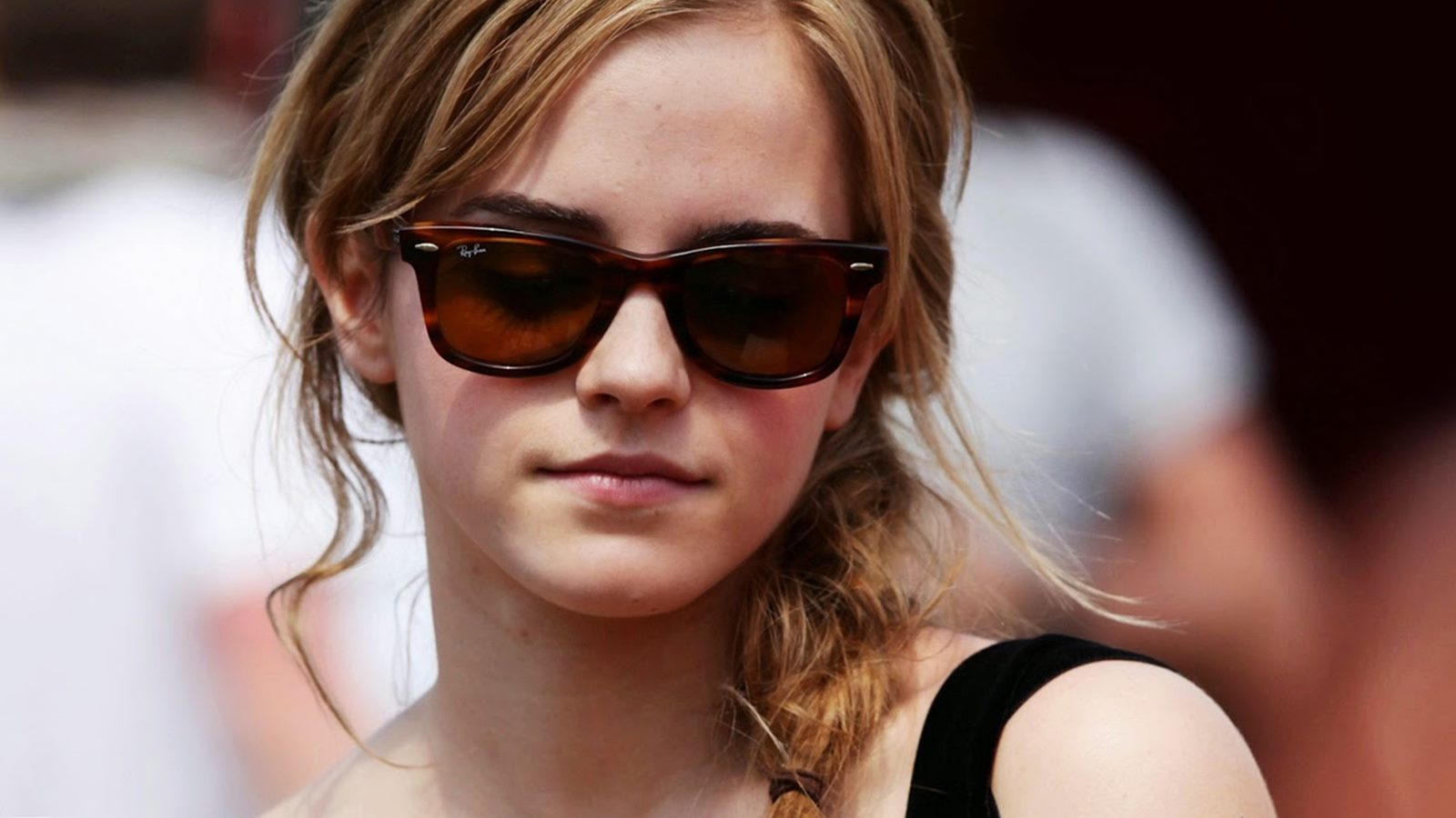 Cute Emma Watson Laptop Download Stylish Look With Black Sun Glass Background Pictures Hd Free