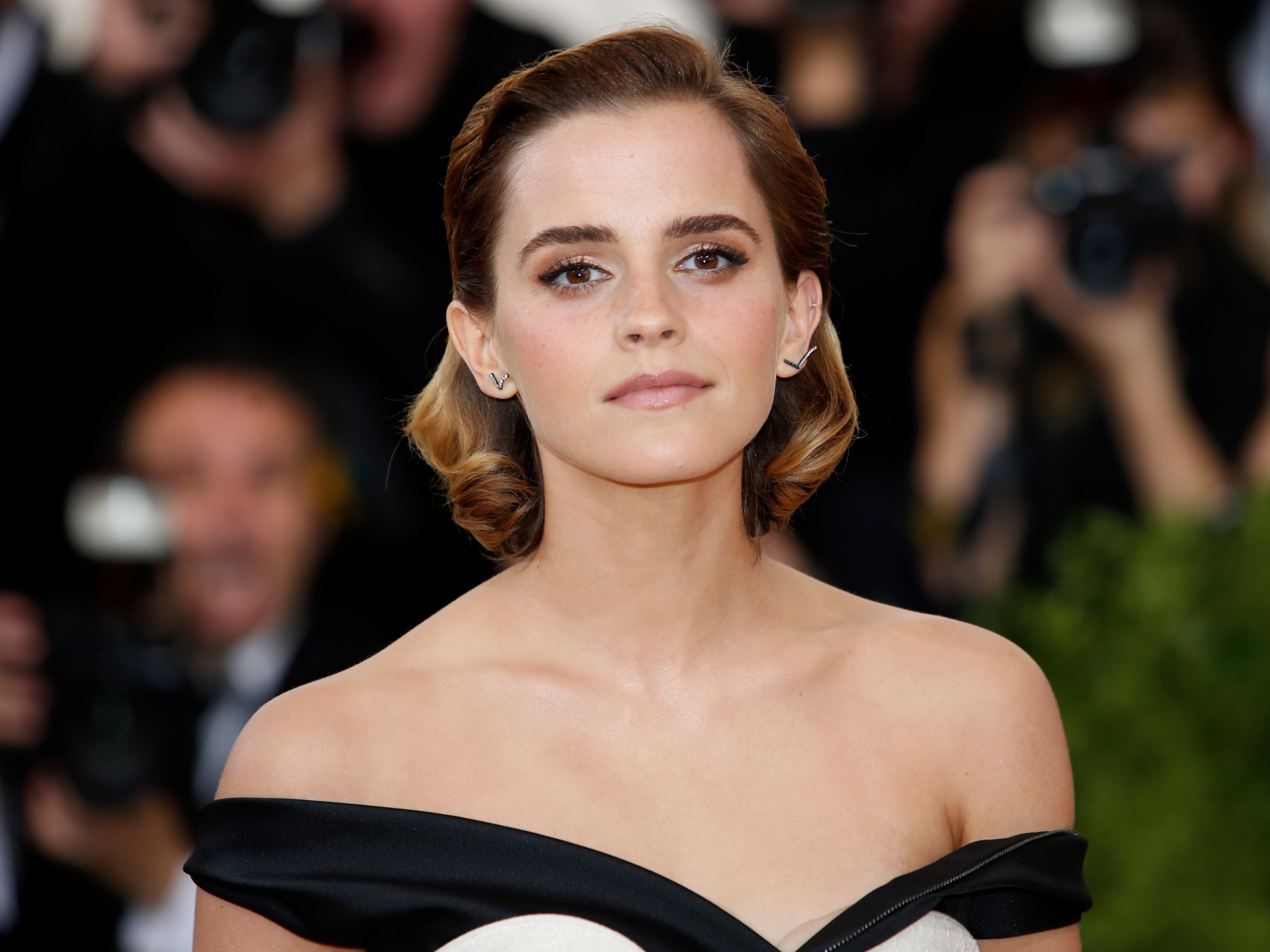 Hollywood Actress Emma Watson Hd Wallpapers