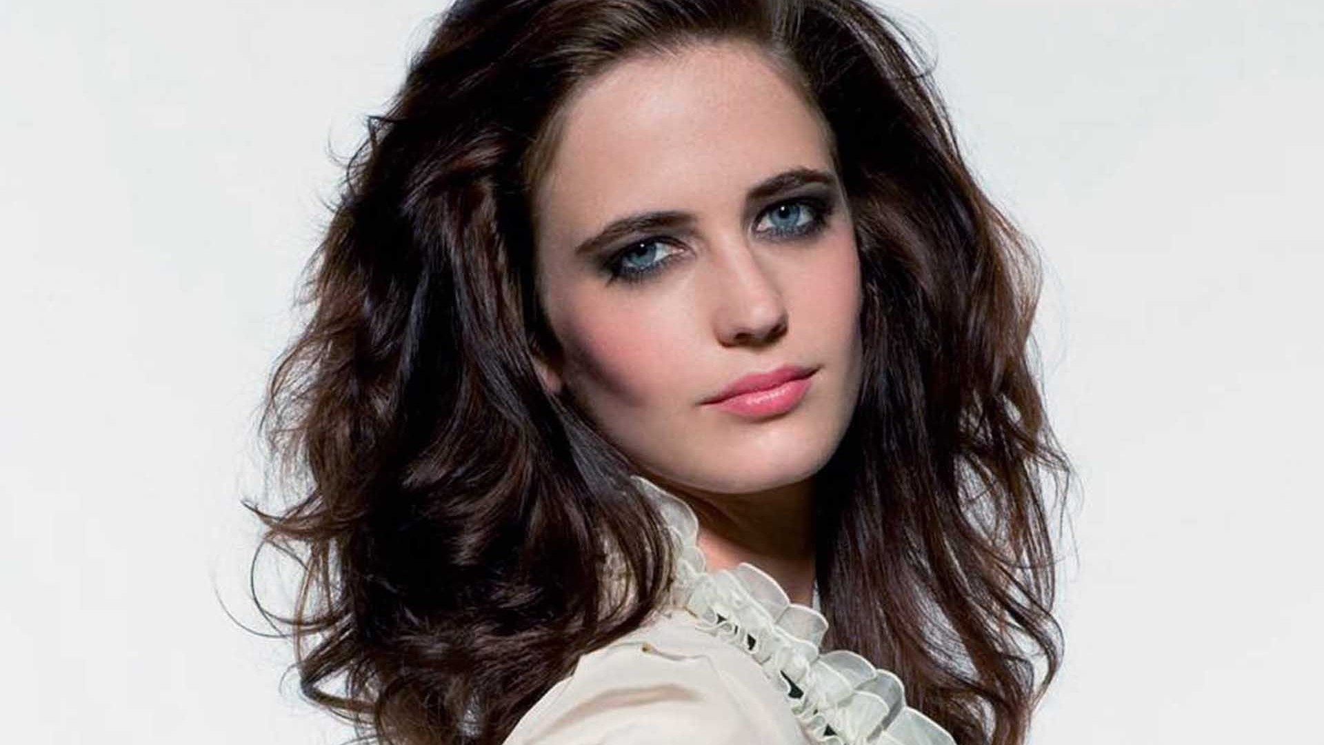 Desktop Eva Green Amazing Attracitive Eye Face Pose With Hair Style Hd Free Mobile Background Wallpaper